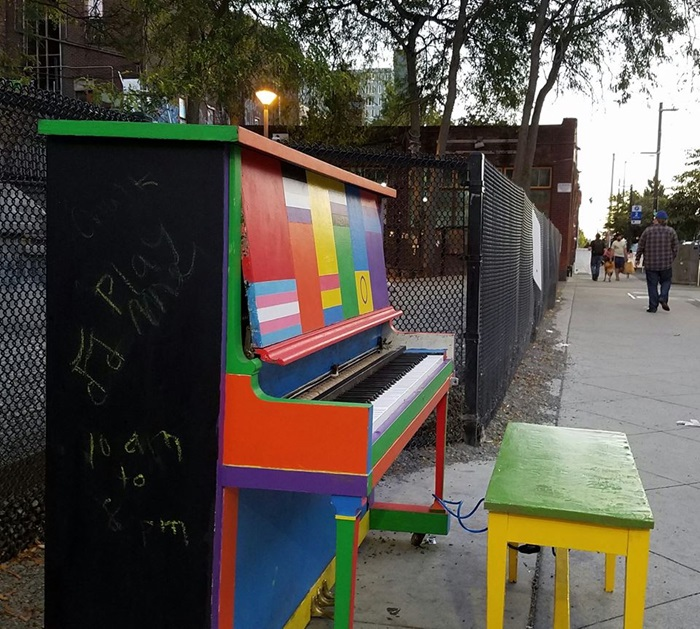 """Seattle Students Paint Piano for """"Pianos in the Park"""" Program"""